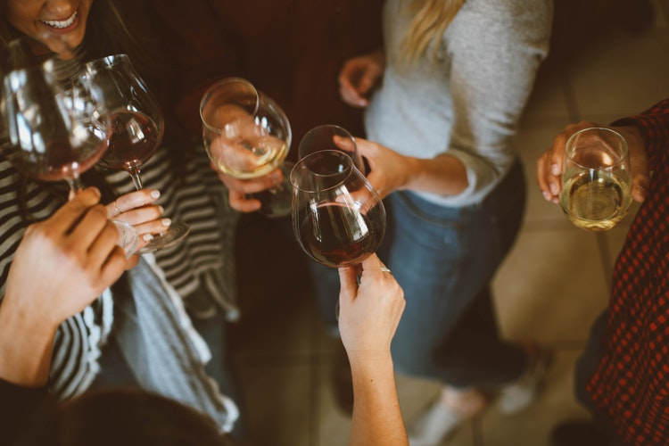 Throwing a Party? Here's What You Need to Know About Serving Drinks