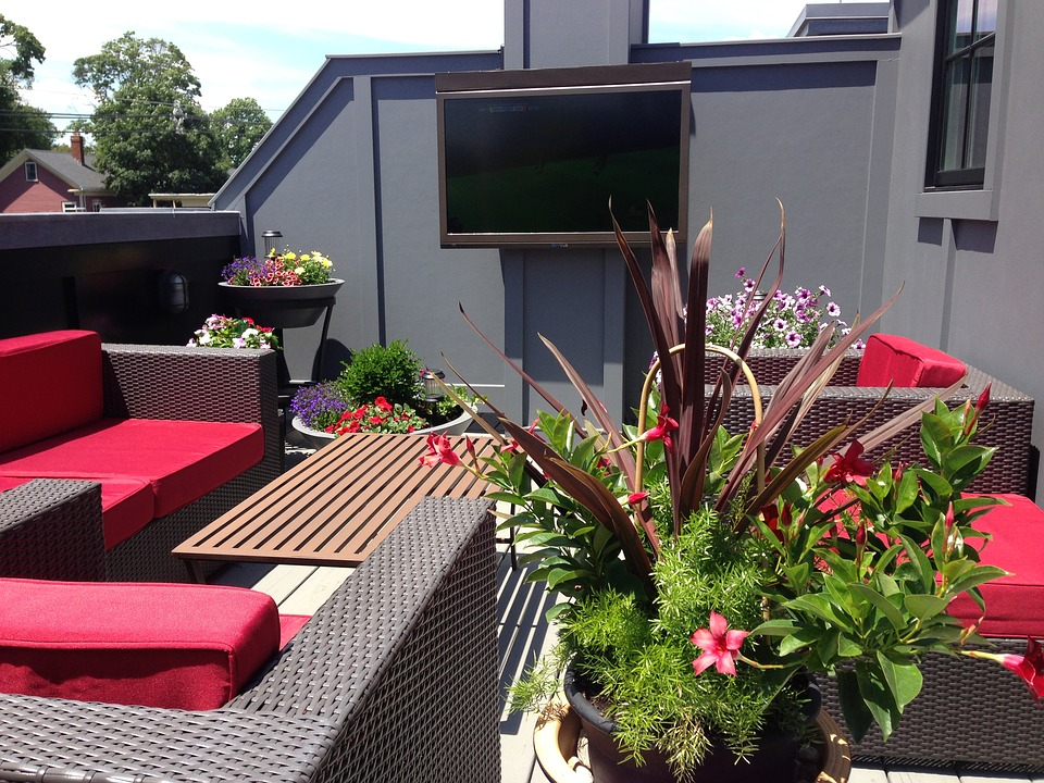 How to Set Up a Television Set Outdoors?